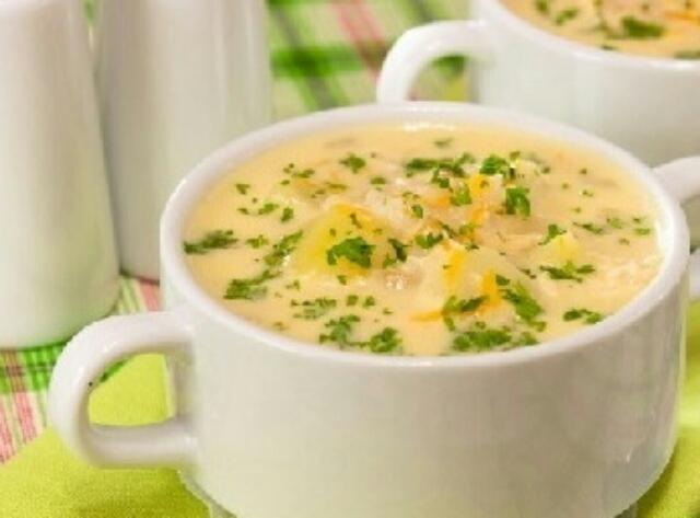 Аппетитный сырный суп с копченой курицей