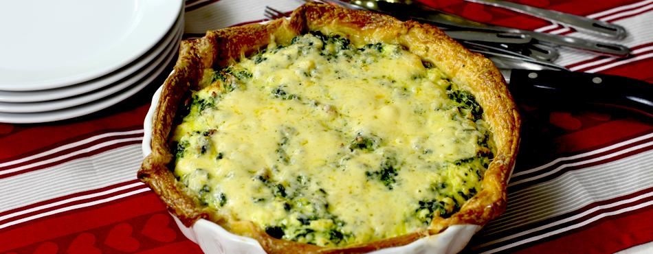 Аппетитный открытый пирог со шпинатом и сыром