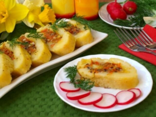 Потрясающий картофельный рулет с капустой