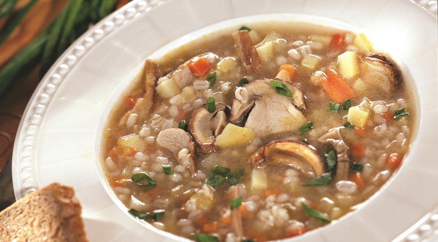 Восхитительный суп с перловкой и грибами