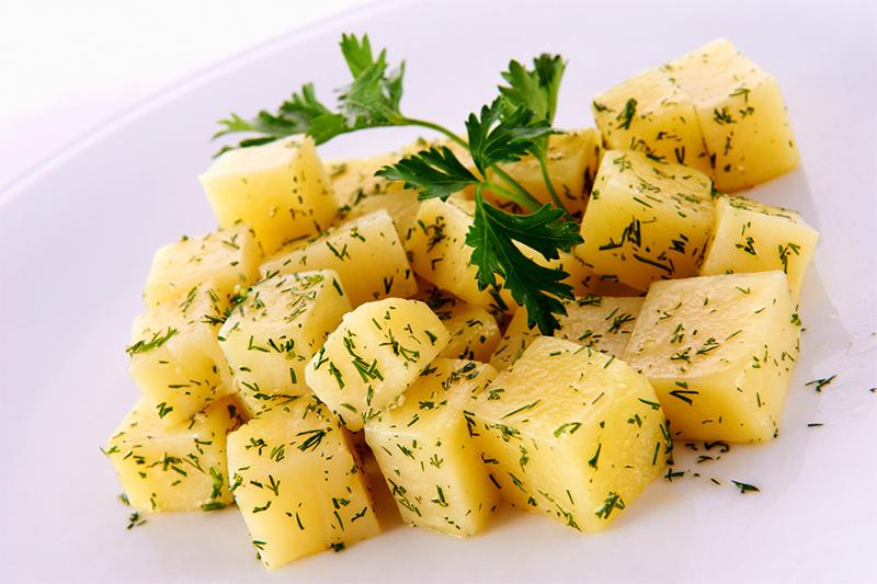 Оригинальный гарнир из картофеля по-андалузски