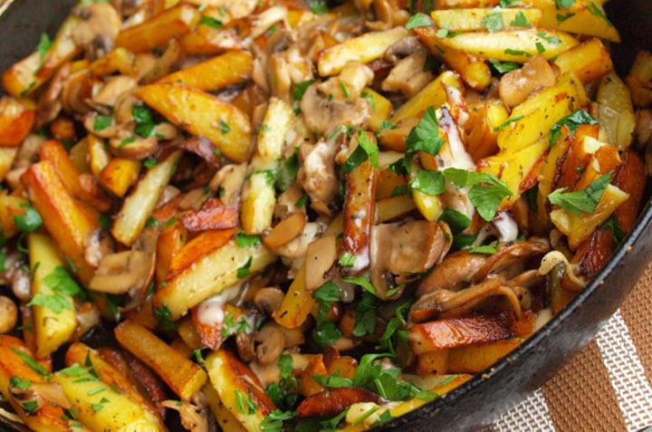 картошка с грибами жареная и с мясом