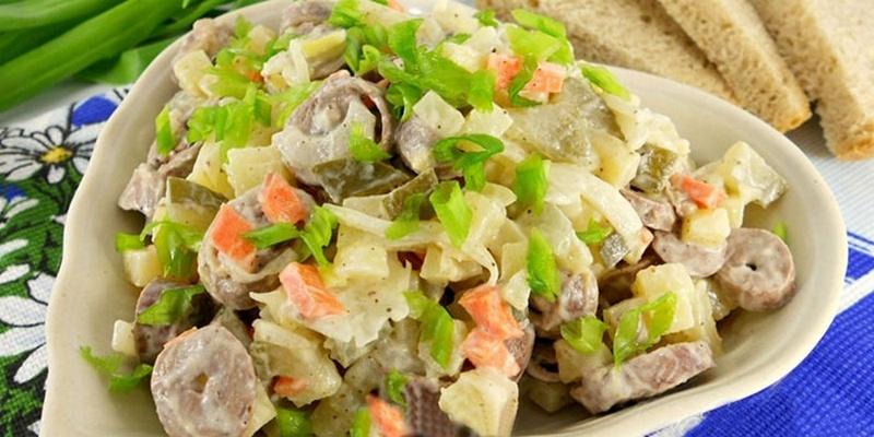 Вкуснейший салат из куриных сердечек