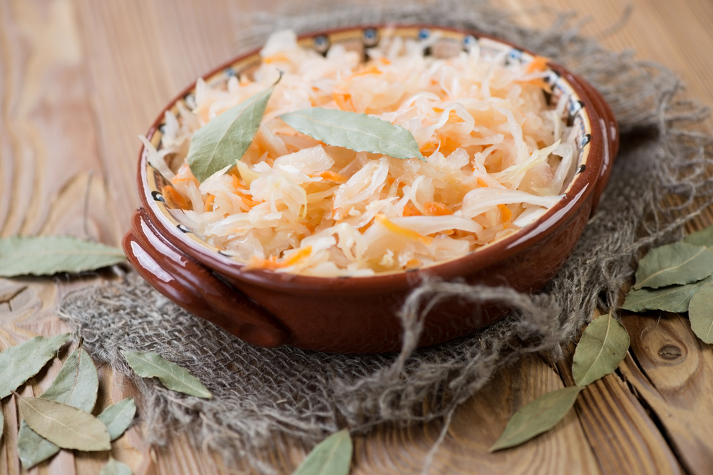 Квашеная капуста с луком и яблоками