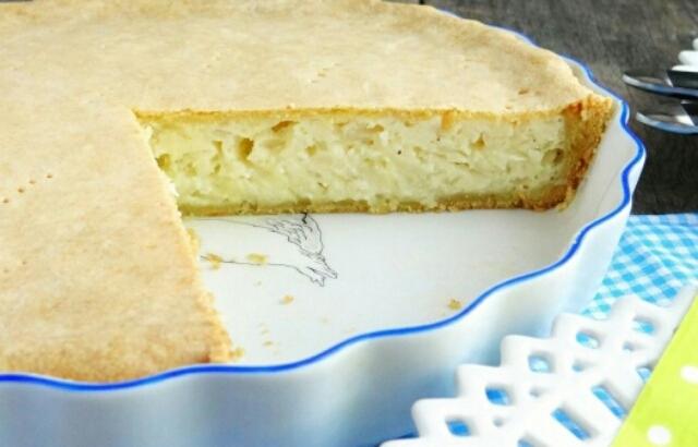 Мега аппетитный луковый пирог с плавленым сыром