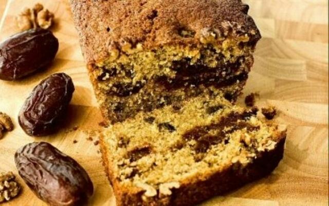 Ароматный кекс с финиками, орехами и пряностями