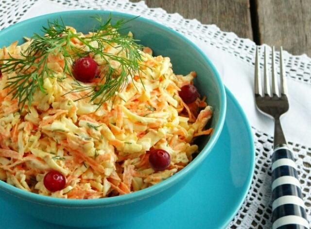 Очень вкусный салатик с колбасным сыром и морковью