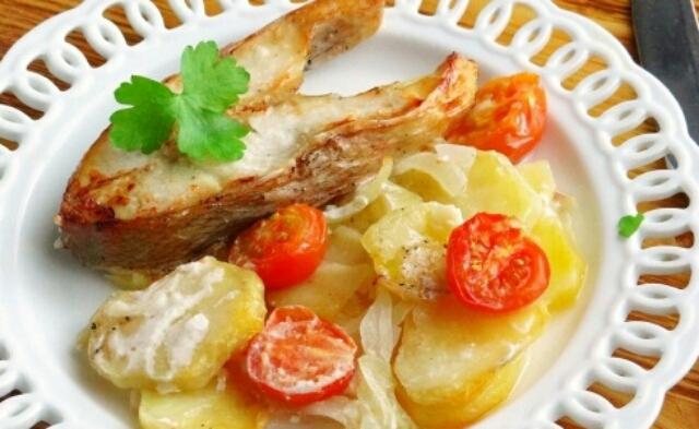 Божественное блюдо - окунь с картошкой в духовке