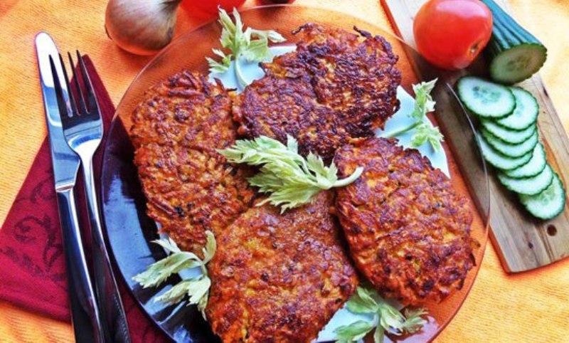 Вкусное дополнение к ужину-котлеты «Печенкино счастье» в морковной шубке
