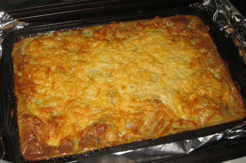 Вкусная и питательная картофельная запеканка с сосисками и сыром