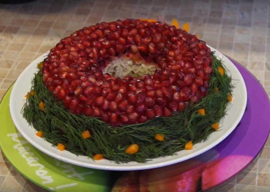 """Праздничный салат """"Гранатовый браслет"""" с изюминкой"""