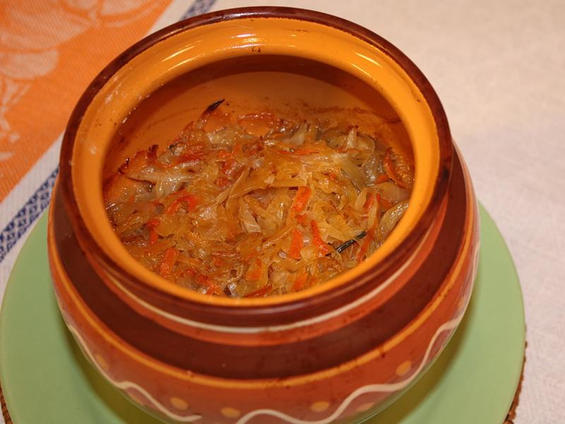"""Блюдо кубанской кухни """"Говядина с квашеной капустой в горшочке"""""""