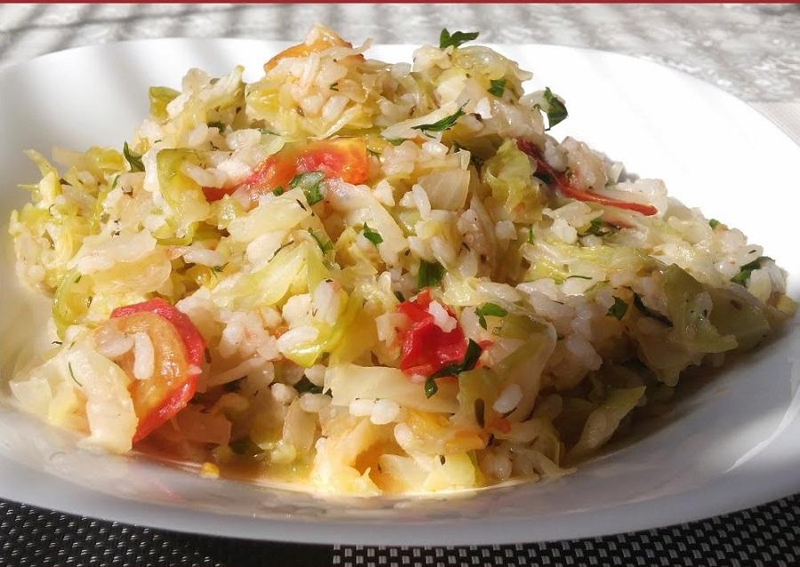 Тушеная капуста с мясом и рисом в мультиварке рецепты с фото