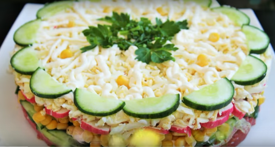 """Слоеный салат """"Новинка""""-очень просто, вкусно и быстро"""