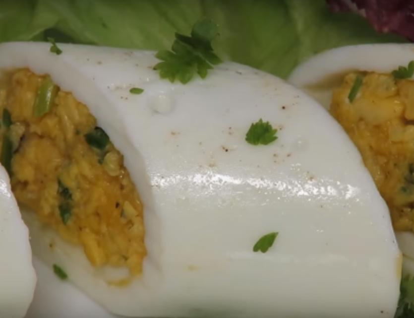 Вкусный яичный рулет с сыром-готовим завтрак за 10 минут