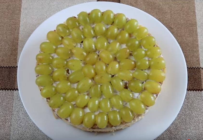 Простой и вкусный салат «Тиффани» с виноградом