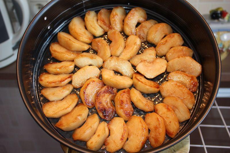 Отличный десерт-жареные яблоки в карамели