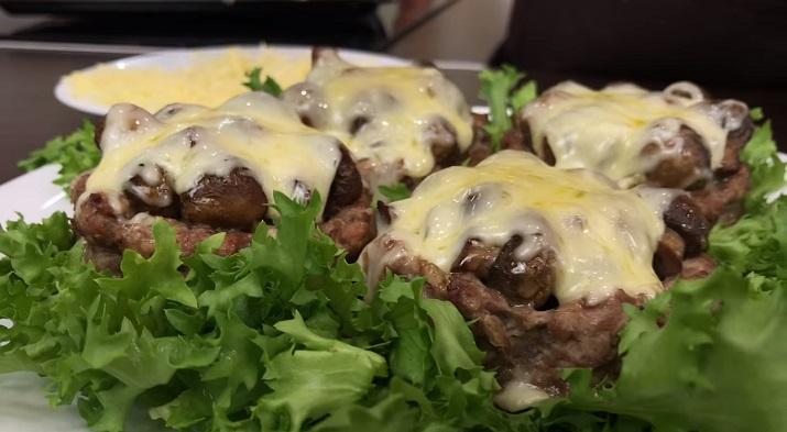Нереально вкусные мясные корзиночки с грибами под горячим сыром