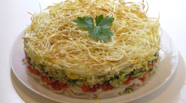Интересный салат: с кальмарами и сыром сулугуни