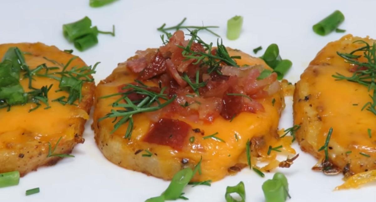 Гарнир для новогоднего стола: картошка с сыром в духовке