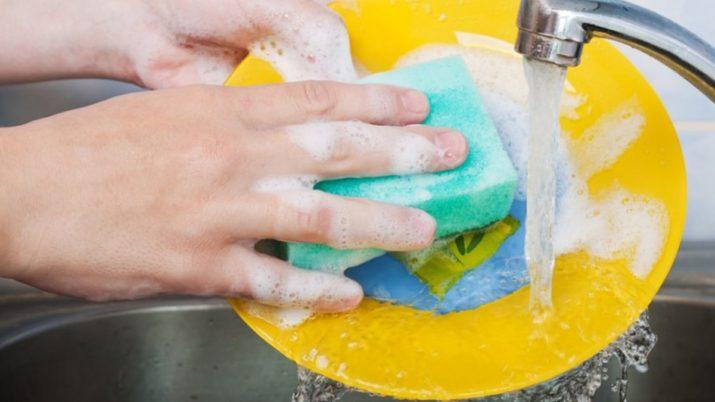 Моющие средства для кухни своими руками: жидкое мыло и чистящая паста