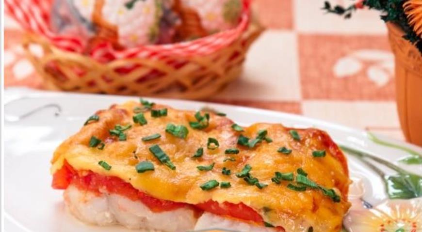 Бесподобно вкусная запеченная треска с помидорами под сыром