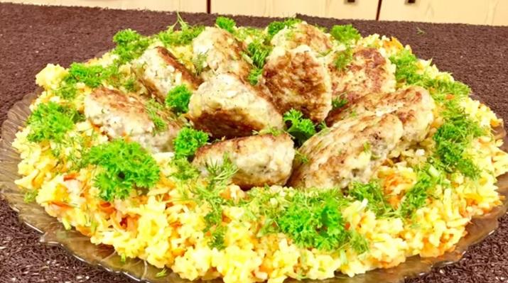 Рис с овощами и котлетами: вкусный ужин для всей семьи