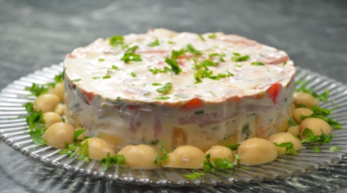 Очень вкусный пёстрый салат: готовить быстро и просто