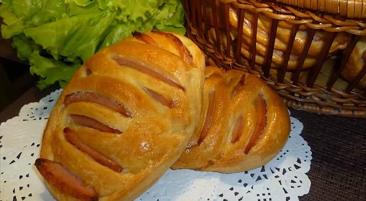 Очаровательные булочки с колбасой: альтернатива бутерброду