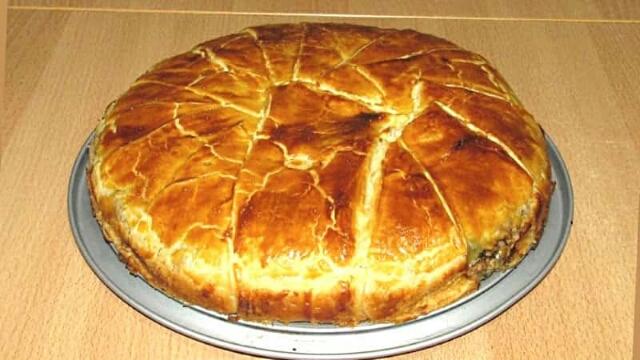 Самый простой и быстрый пирог с мясом и сыром