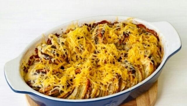 Очень аппетитное блюдо - тыква, запеченная с картошкой в духовке