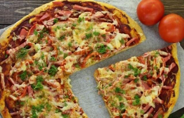Потрясающая пицца на кефире без дрожжей, которая уплетается за обе щеки