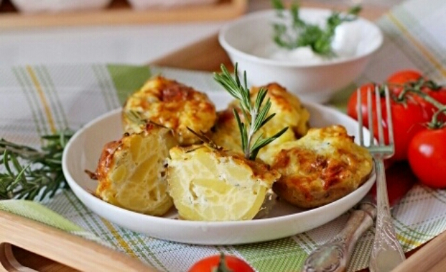 Потрясающий картофель, запеченный с Дорблю