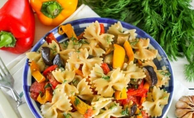 Вкуснейшие макароны с овощами в сливочном соусе