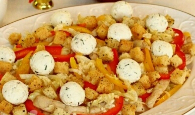 Очень вкусный салатик с курицей, пекинской капустой и сырными шариками