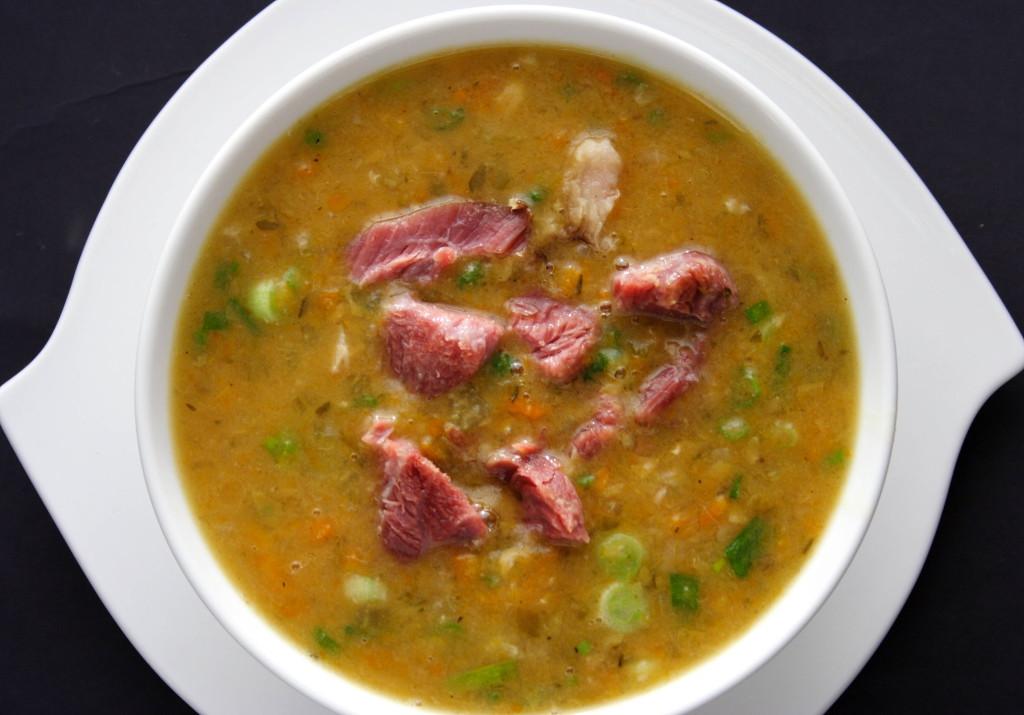Суп с беконом и консервированным зеленым горошком (готовим в мультиварке)