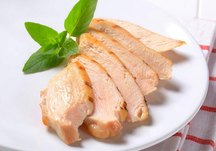 Как приготовить курицу для салатов: подробный рецепт