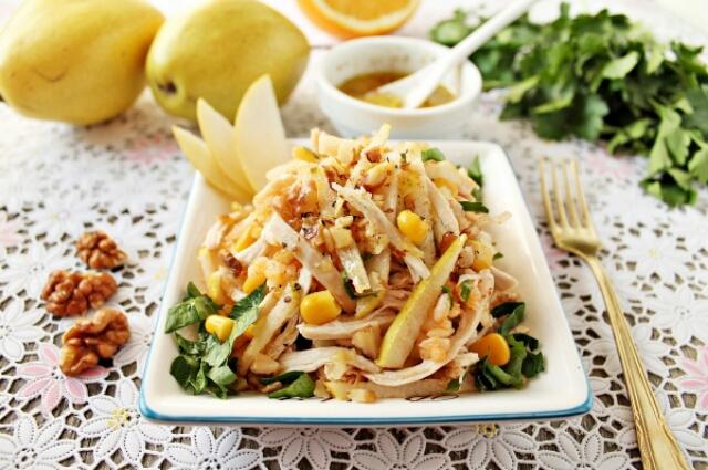 Невероятно вкусный салатик с куриной грудкой на праздничный стол