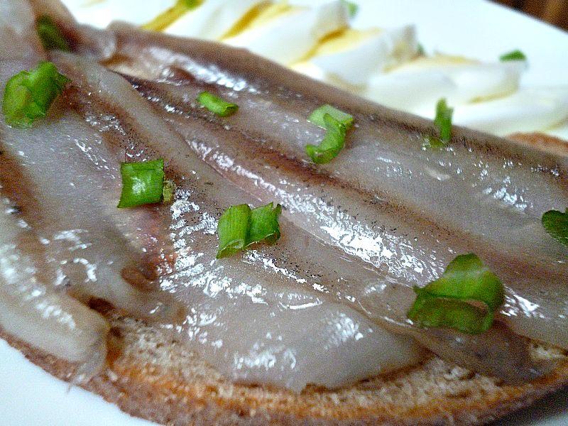 Изумительная маринованная салака в горчичном соусе