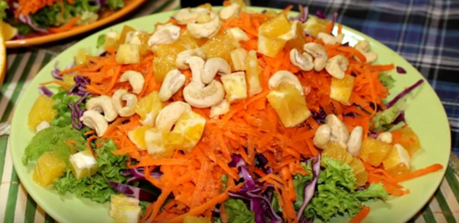 Оригинальный азиатский салат с апельсинами и кешью