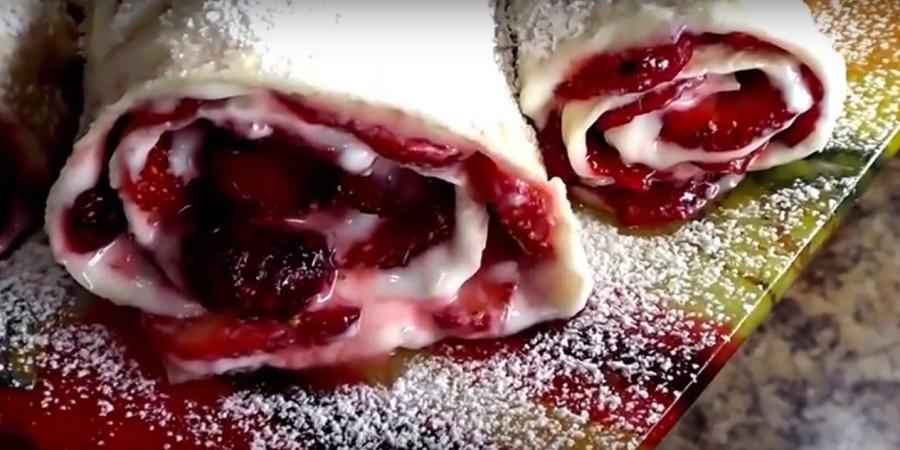 """Рулет из лаваша """"Клубника в сметанном креме""""-десерт за 5 минут"""
