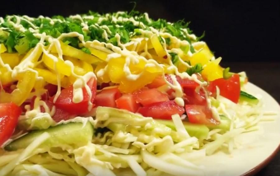 Праздничный овощной салат. Сметут со стола первым