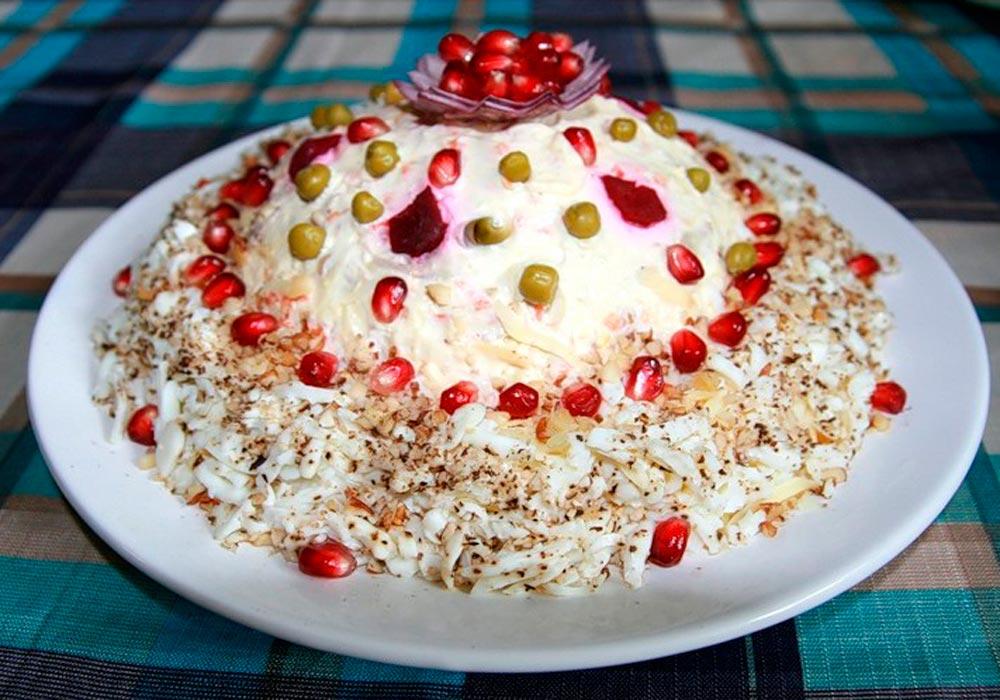Отличный салат к праздничному столу (и не только) «Шапка мономаха»