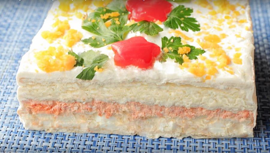 """Закусочный торт """"Нептун""""-готовим из крекеров и рыбной консервы"""