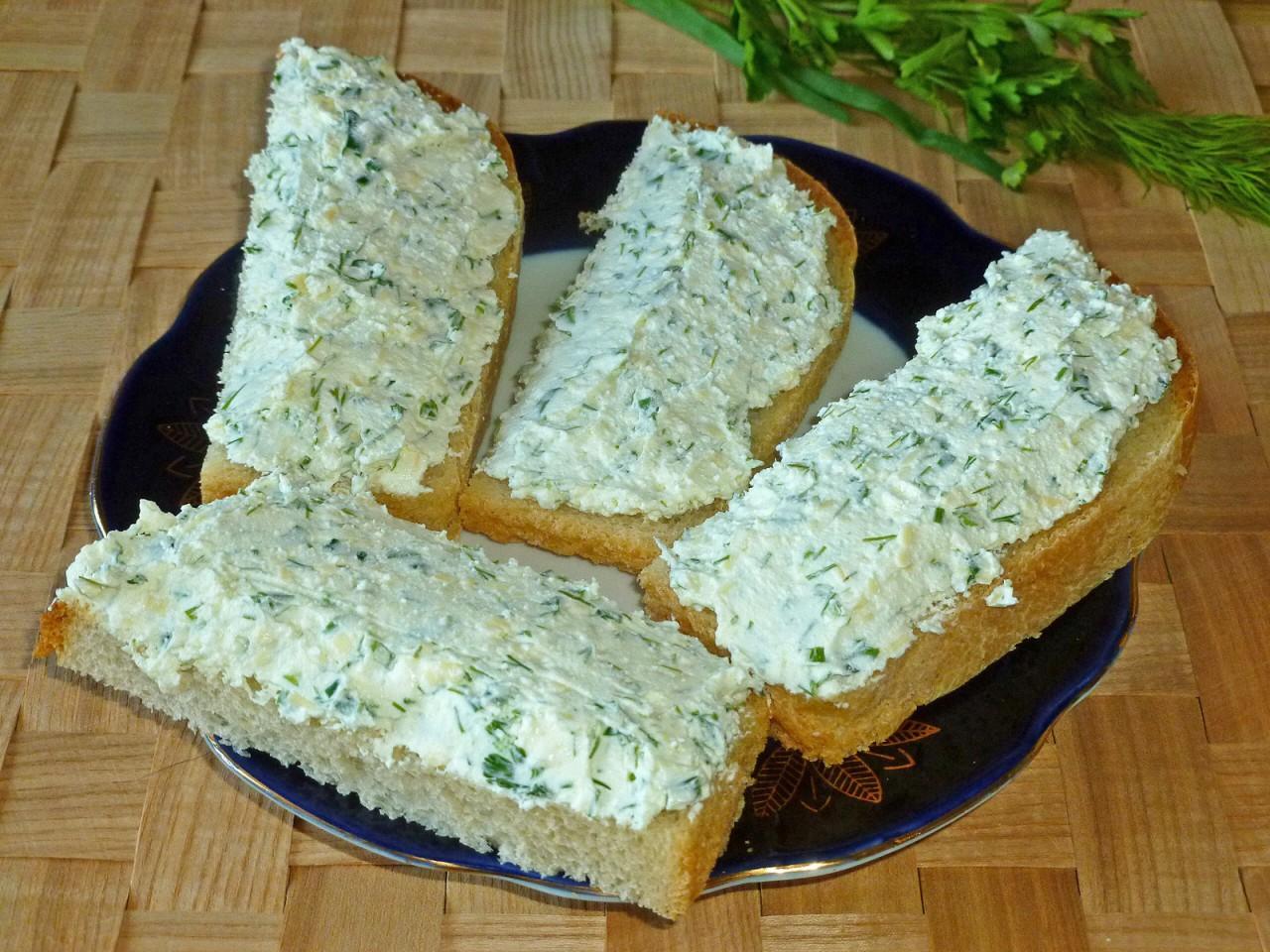 Творожная паста с зеленью для самых правильных бутербродов
