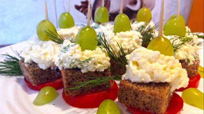 Вкусный салат «Огонек»: закуска канапе на праздничный стол