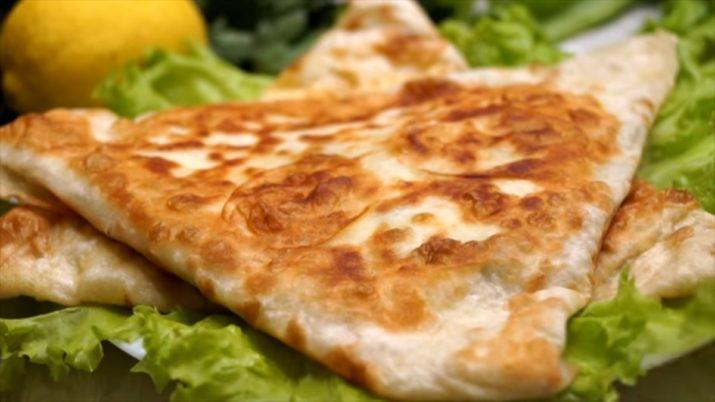 Вкусный завтрак за считанные минуты: омлет в лаваше с сыром