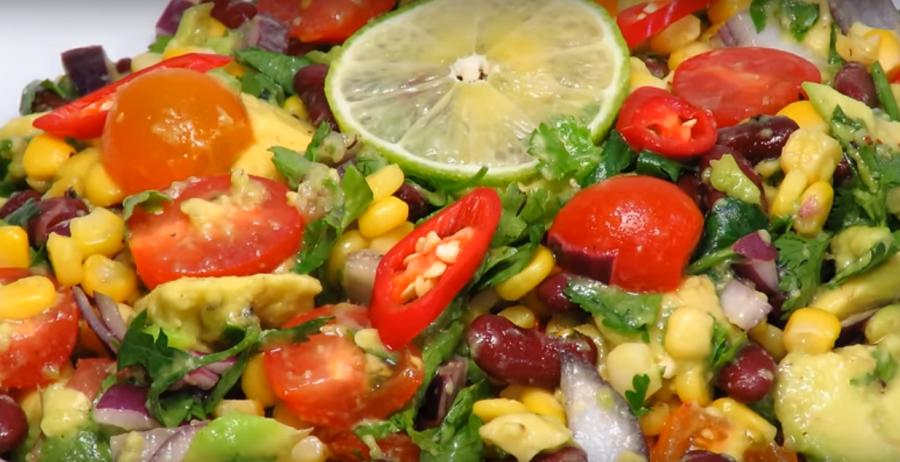 Вкусный и сытный салат с фасолью и авокадо (постное блюдо)