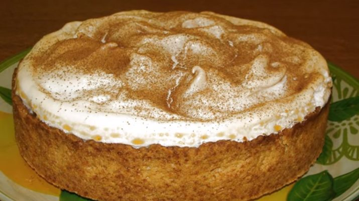Изумительный пирог «Яблоки в сугробе»: просто тает во рту