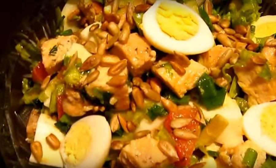Очень вкусный теплый салат с курицей